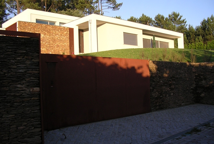 The project ... the corten steel, the stone, the plaster ... the building.
